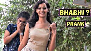 Prank Video | A indian Guy Calling Cute Girls BHABHI
