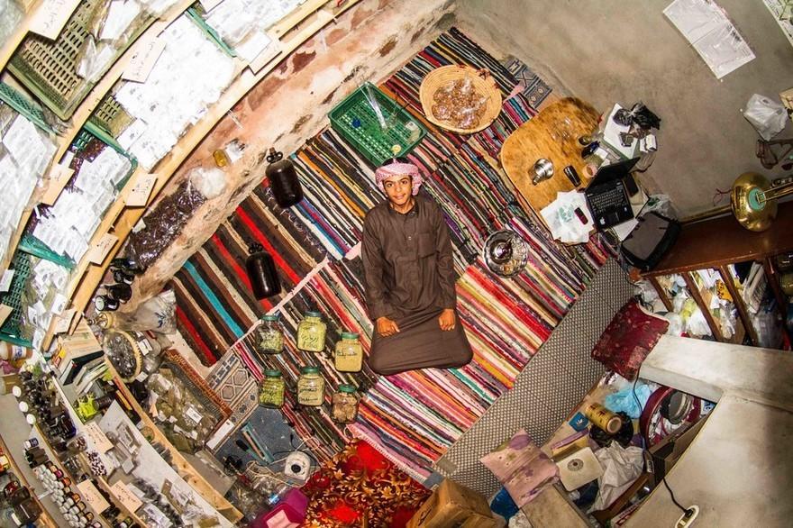 bedrooms-around-world-my-room-project-john-thackwray-13-57fb381409108-jpeg__880